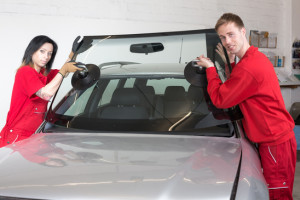 replacing windshield or windscreen on a car